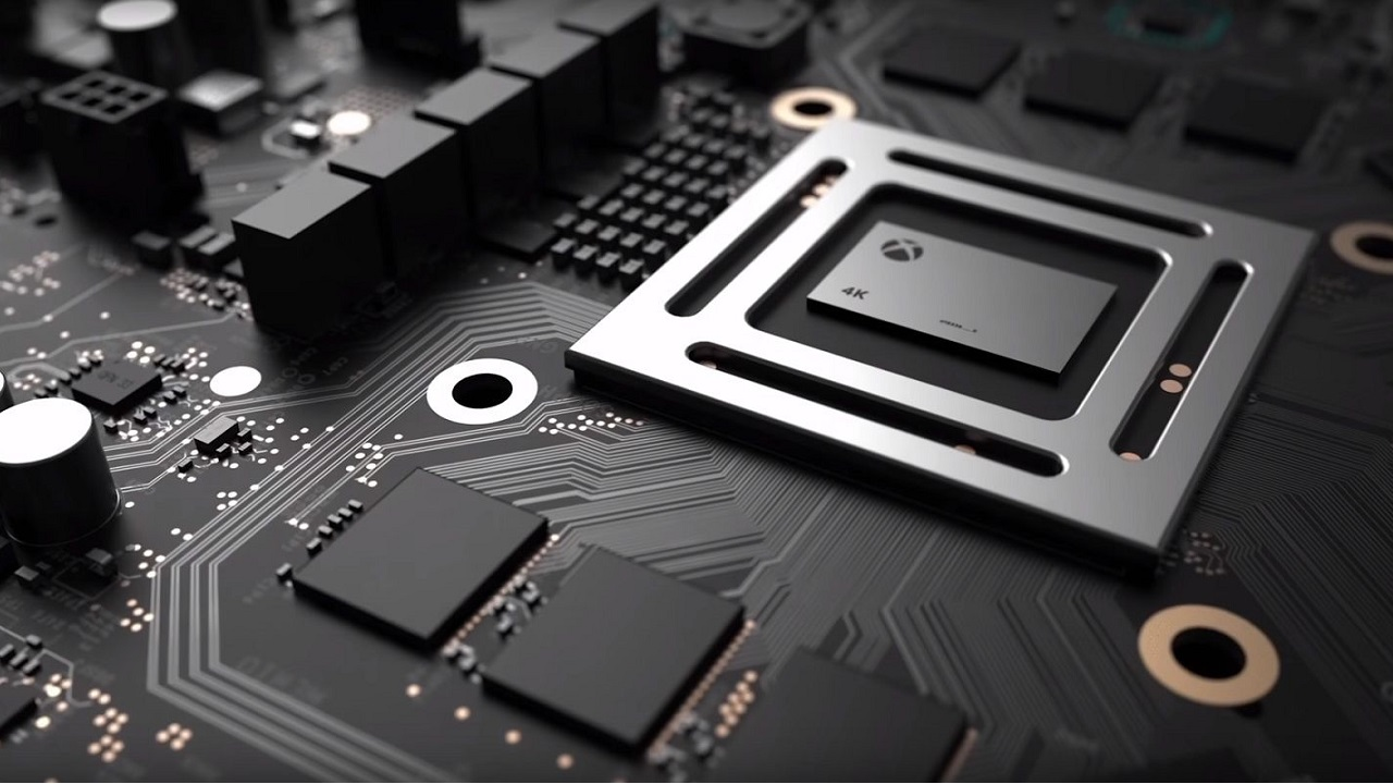 Phil Spencer prova Xbox Scorpio: