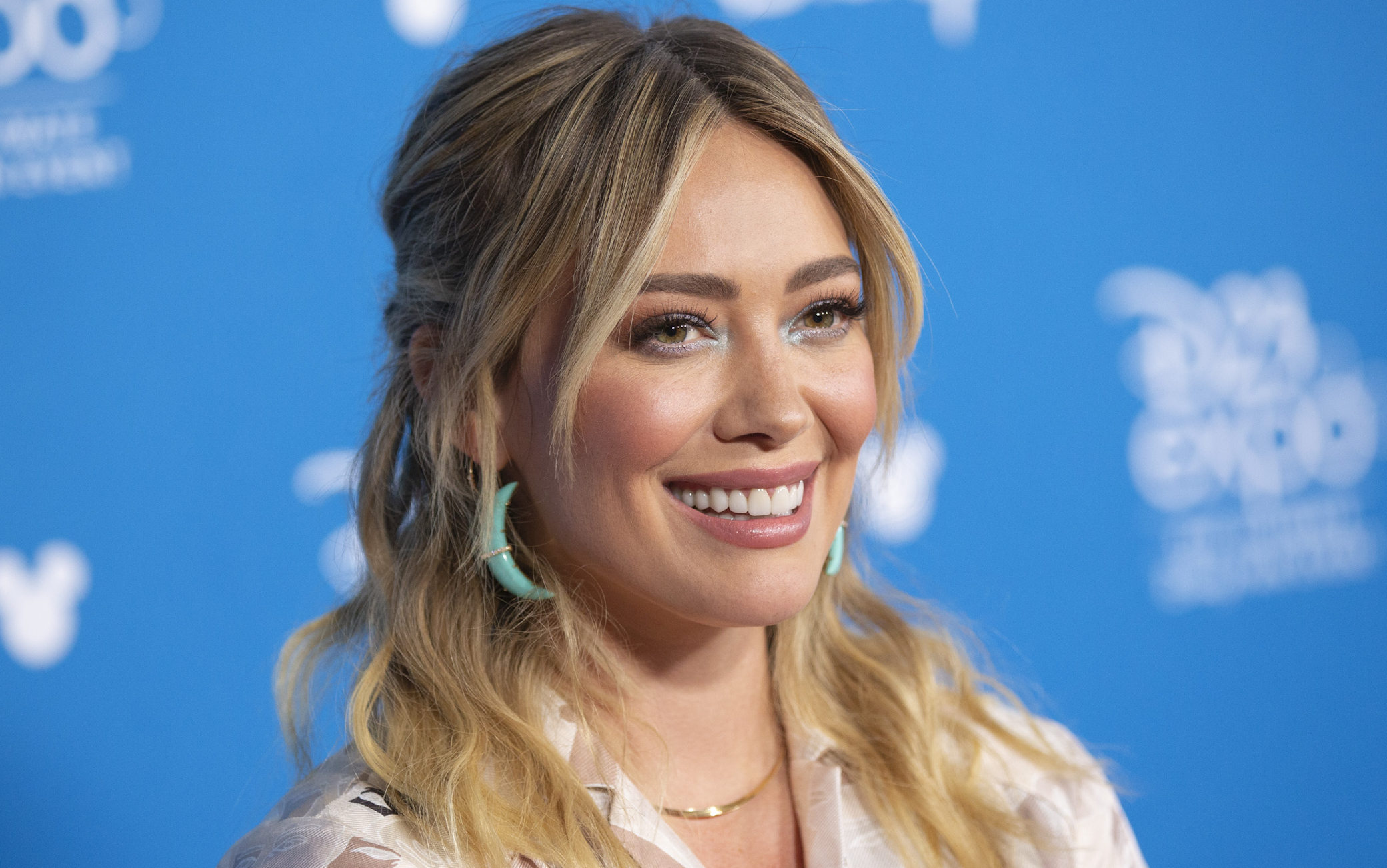 how i met your mother spin off hilary duff hulu