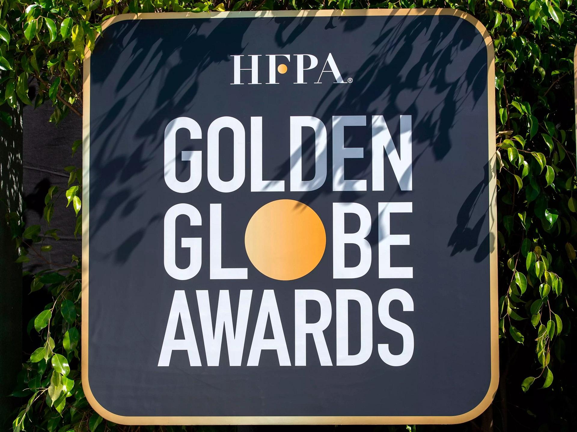 golden globe scarlett johansson mark ruffalo