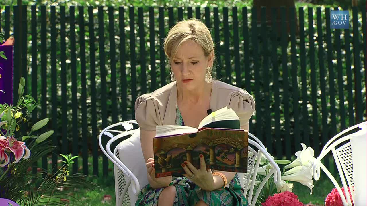 J._K._Rowling_at_the_White_House_2010-04-05_9