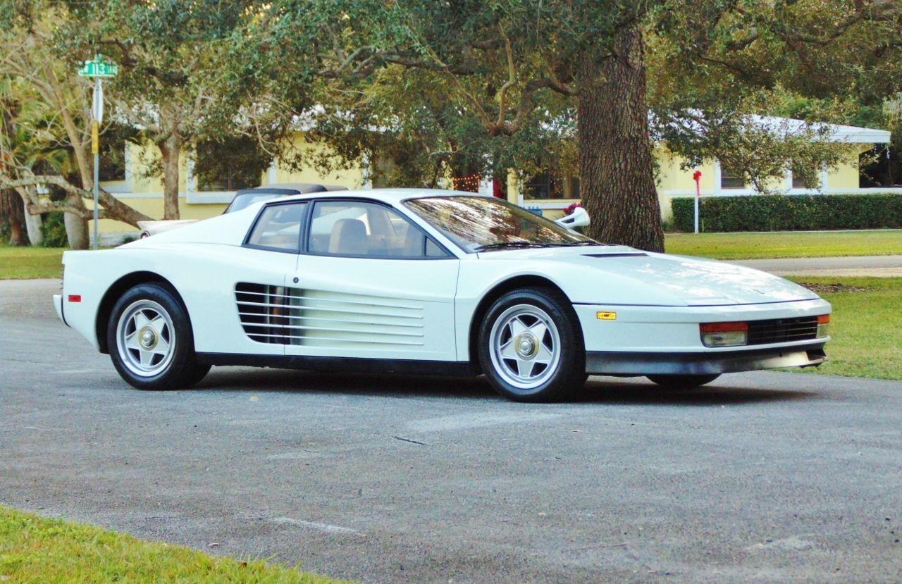 Miami-Vice-Ferrari-Testarossa-1