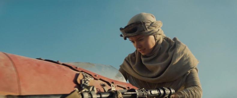 Star-Wars-7-Trailer-Photo-Tatooine-Speeder-Daisy-Ridley