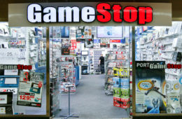 crisi gamestop negozi chiusura